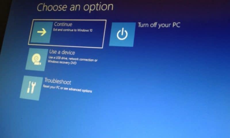 Tạo sao lưu Windows 10 phòng khi máy tính lỗi.
