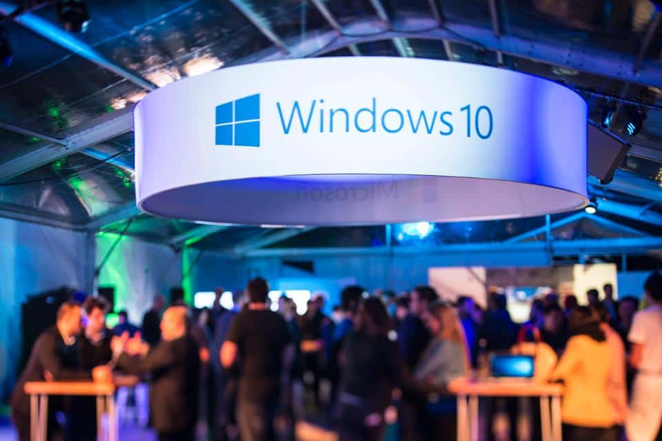 Windows 10; crowđe community with Windows 10 event